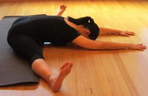 Классические упражнения для растяжки ног