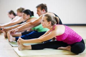 Польза и противопоказания упражнений для начинающих йогов