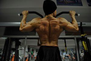 Упражнения на турнике для грудных мышц